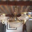 Antigüedades: LAMPARA VINTAGE CUATRO BRAZOS BRONCE Y TULIPAS. Lote 53908247