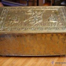 Antigüedades: BAÚL COFRE EN MADERA FORRADO DE METAL REPUJADO. Lote 53964651