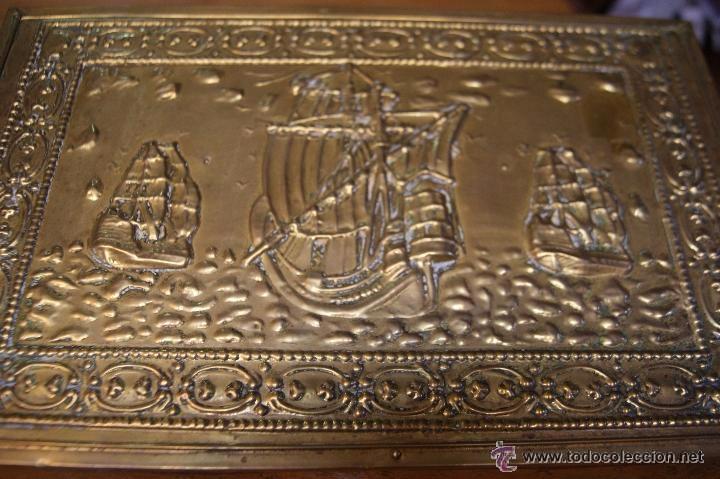 Antigüedades: BAÚL COFRE EN MADERA FORRADO DE METAL REPUJADO - Foto 3 - 53964651
