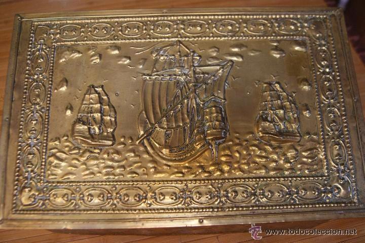 Antigüedades: BAÚL COFRE EN MADERA FORRADO DE METAL REPUJADO - Foto 4 - 53964651