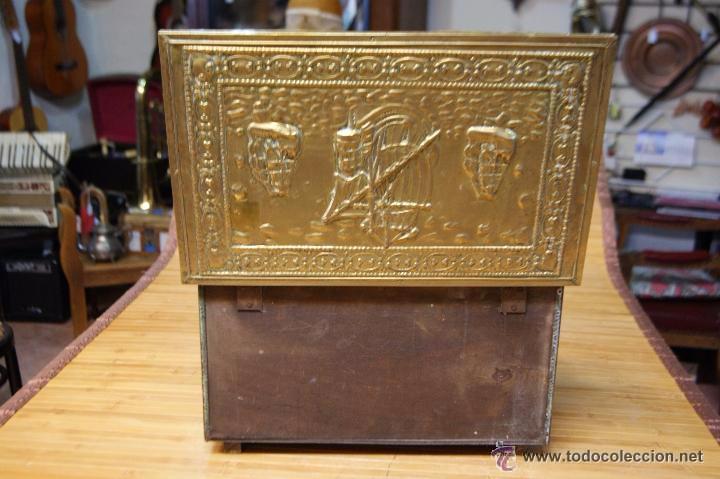 Antigüedades: BAÚL COFRE EN MADERA FORRADO DE METAL REPUJADO - Foto 8 - 53964651