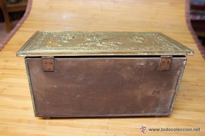 Antigüedades: BAÚL COFRE EN MADERA FORRADO DE METAL REPUJADO - Foto 11 - 53964651