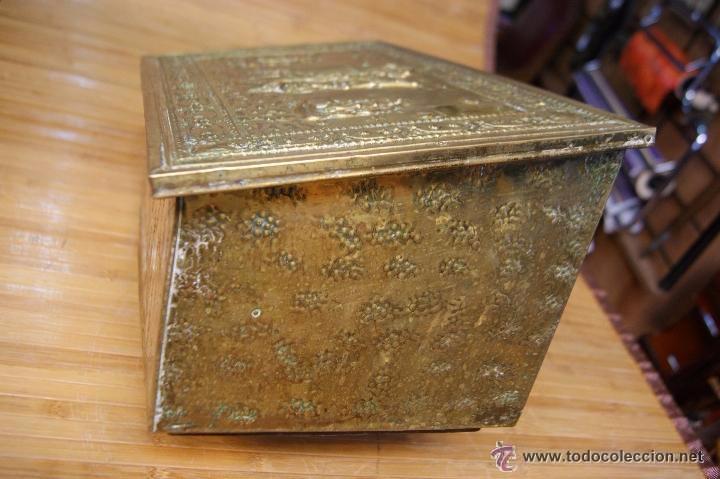 Antigüedades: BAÚL COFRE EN MADERA FORRADO DE METAL REPUJADO - Foto 13 - 53964651