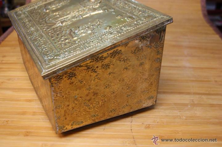 Antigüedades: BAÚL COFRE EN MADERA FORRADO DE METAL REPUJADO - Foto 14 - 53964651