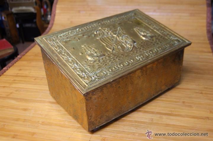 Antigüedades: BAÚL COFRE EN MADERA FORRADO DE METAL REPUJADO - Foto 16 - 53964651