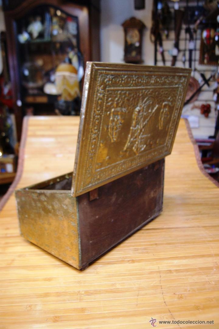 Antigüedades: BAÚL COFRE EN MADERA FORRADO DE METAL REPUJADO - Foto 19 - 53964651