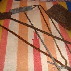 Antigüedades: JUEGO DE UTENSILIOS PARA LA COCINA DE CARBÓN. Lote 53965688