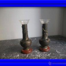 Antigüedades: PRECIOSA PAREJA DE JARRONES O VIOLETEROS DE CALAMINA FIRMADOS AUG.MOREAU. Lote 27367576