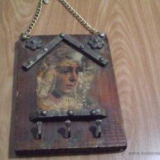 Antigüedades: ANTIGUO COLGADOR DE LLAVES EN MADERA. Lote 53979318