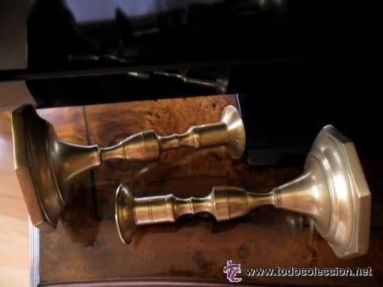 Antigüedades: PAREJA DE CANDELABROS EN BRONCE ANTIGUOS - Foto 6 - 53985732