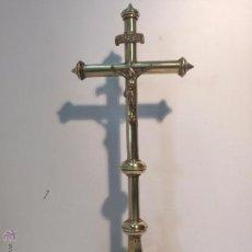 Antigüedades: CRUZ DE ALTAR DE BRONCE ANTIGUA.. Lote 54010207