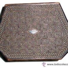Antigüedades: CAJITA DE MADERA, HECHA A MANO. MEDIDAS 17X11X6 CM.MUY ANTIGUA . Lote 54019090