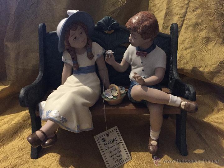 CONJUNTO DE DOS NIÑOS SENTADOS EN BANCO DE NADAL (Antigüedades - Porcelanas y Cerámicas - Otras)