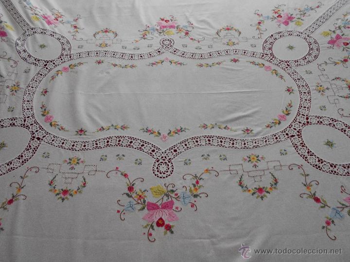 bonito mantel de mesa en algodon con aplique de ganchillo y bordado en punto de cruz
