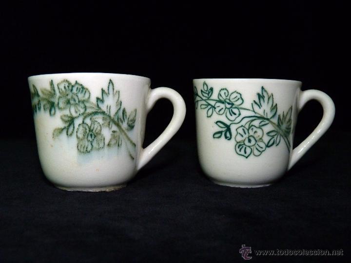 LOTE DE 2 ANTIGUAS TAZAS DE PORCELANA. MOTIVOS FLORALES. CIRCA 1900 (Antigüedades - Porcelanas y Cerámicas - Otras)