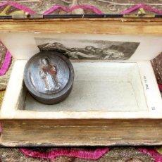 Antigüedades: PECULIAR MISAL / DEVOCIONARIO - OFICIO DIVINO - SECRETO EN SU INTERIOR - NÁCAR - S. XIX - LITÚRGIAS. Lote 54040301
