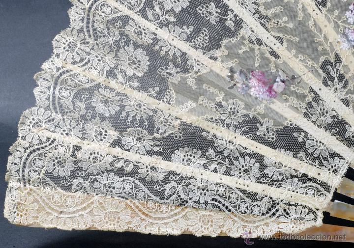 Antigüedades: Abanico varillas nácar país seda pintada escena Cupido y encaje S XIX firmado Lesieur caja - Foto 4 - 54055013