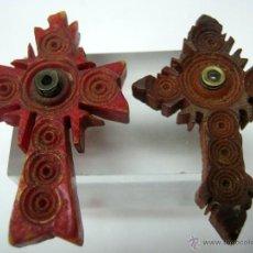 Antigüedades: LOTE 2 CRUCES ANTIGUAS CON VISOR - TALLA EN HUESO Y SANDALO. Lote 54056733