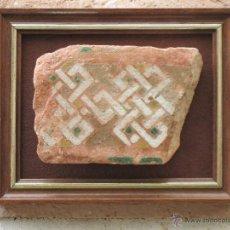 Antigüedades: AZULEJO ANTIGUO DE TOLEDO O SEVILLA - ARISTA - LACERIA ARABE / MUDEJAR - SIGLO XV.. Lote 54059508
