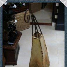 Antigüedades: LAMPARA MARROQUÍ EN PIEL Y FORJA PARA SUELO. Lote 54017661