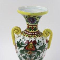 Antigüedades: JARRON EN PORCELANA PINTADA A MANO CON MOTIVOS FLORALES. SPAIN 12. Lote 54074731