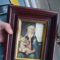 Antigüedades: ANTIGUO PRECIOSO MARCO MADERA CON IMAGEN DE LA VIRGEN Y NIÑO JESUS - CON CRISTAL 25X20 CM. Lote 54080101