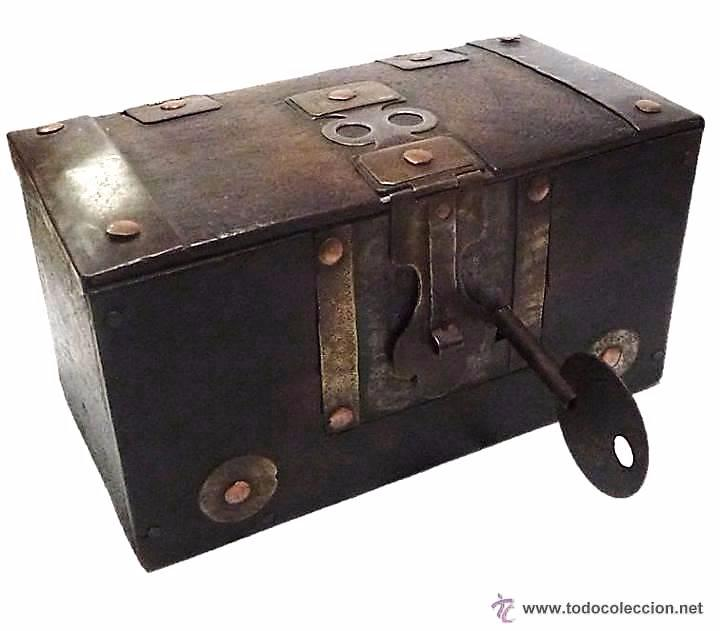 Arqueta cofre de madera con herrajes en metal c comprar for Herrajes muebles antiguos