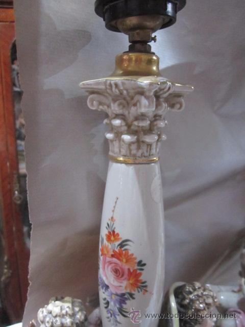 Antigüedades: Pareja de lámparas de sobremesa en porcelana Salvador Mayol, con amorcillos. 48 cms. altura. - Foto 3 - 54096510