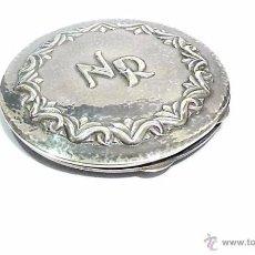 Antigüedades: ANTIGUA POLVERA EN PLATA LABRADA Y MARTILLADA - S.XX. Lote 54137345
