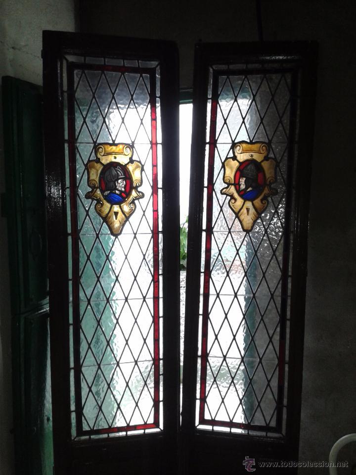 dos ventanas antiguas con vidrieras plomadas p comprar