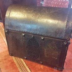 Antigüedades: COFRE REPUJADO. Lote 47429386