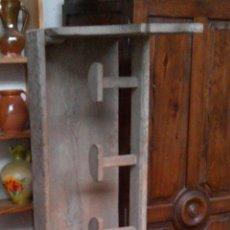 Antigüedades: PERCHERO EN ESTANTE DE GRAN TAMAÑO, ESTILO RÚSTICO, ANTIGUO.SOLO PARA RECOGER.. Lote 54231191