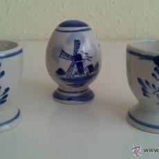 Antigüedades: CONJUNTO DE 2 HUEVERAS Y SALERO EN CERAMICA HOLANDESA PINTADO A MANO.. Lote 54246964