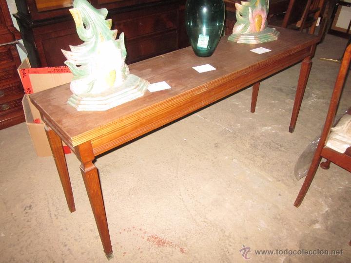 Mesa de comedor de madera clásica estrecha extensible