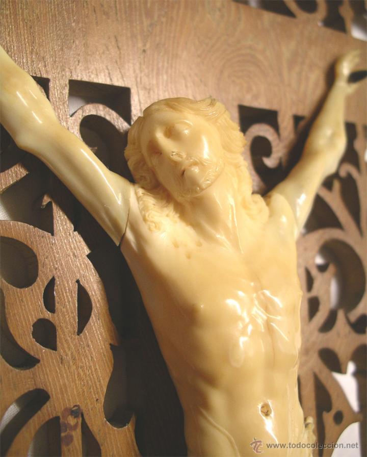 Antigüedades: Cristo Crucifijo 4 clavos talla de Marfil S XIX, buen estado. Med. cruz 38 x 23 cm. - Foto 3 - 54264016