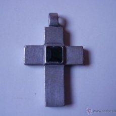 Antigüedades: PEQUEÑO CRUCIFIJO DE METAL, ¿PLATA?, CON PEDRERIA. Lote 54268490