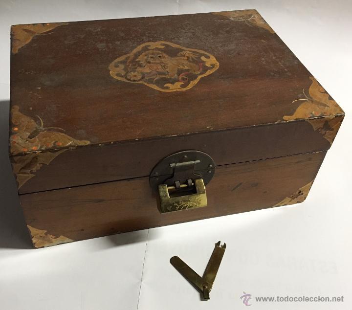 caja de madera con decorativas y curioso candado antigedades hogar y decoracin