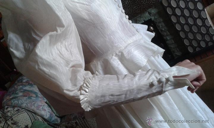 Antigüedades: ANTIGUO Y PRECIOSO VESTIDO DE NOVIA, DE SEDA, HACIENDO AGUA, DE LOS AÑOS 30/40. DE MUSEO. - Foto 3 - 54290396
