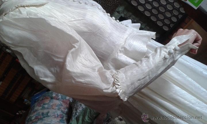 Antigüedades: ANTIGUO Y PRECIOSO VESTIDO DE NOVIA, DE SEDA, HACIENDO AGUA, DE LOS AÑOS 30/40. DE MUSEO. - Foto 4 - 54290396