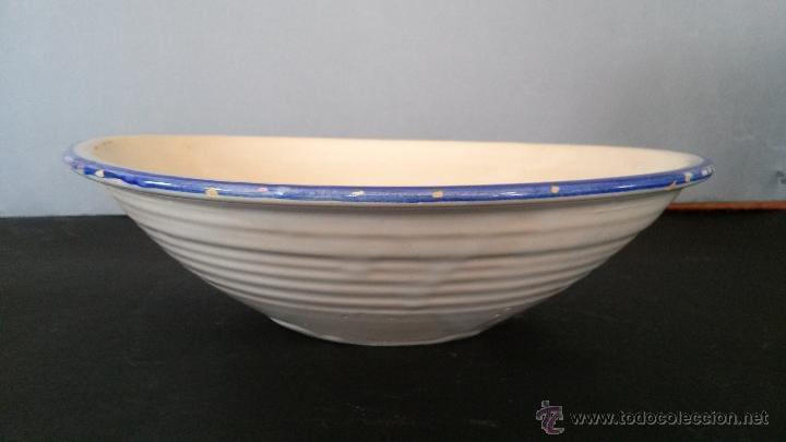 Antigüedades: Plato, fuente, de cerámica de Olivares (Zamora) o de Talavera - hoja , flor de perejil - Foto 4 - 54298585