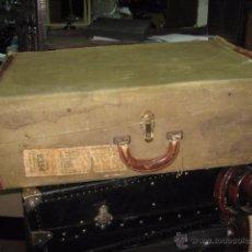 Antigüedades: BAUL MALETA DE VIAJE COLOR MARRÓN FORRADA TELA COLOR AMARILLO MEDIDA 74 X 50 X 24 CM.. Lote 54310135