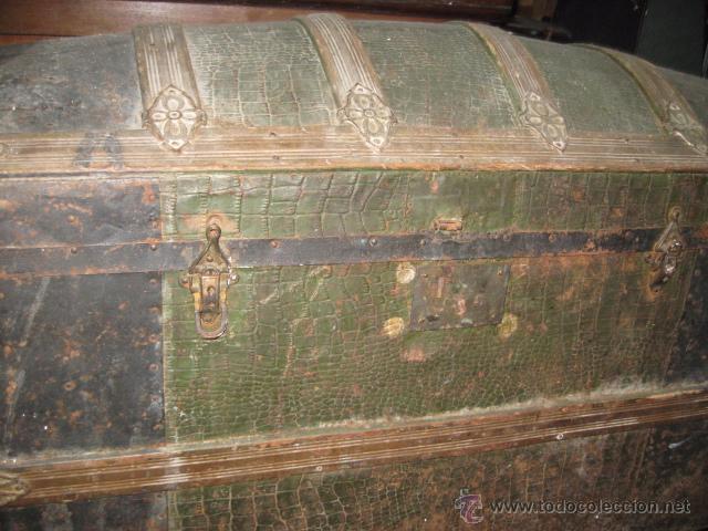 ANTIGUO BAUL DE MADERA COLOR VERDE GRANDE MEDIDA 55 CM. ALTURA ANCHO 86 X 46 CM. (Antigüedades - Muebles Antiguos - Baúles Antiguos)