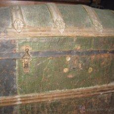 Antigüedades: ANTIGUO BAUL DE MADERA COLOR VERDE GRANDE MEDIDA 55 CM. ALTURA ANCHO 86 X 46 CM.. Lote 54310196