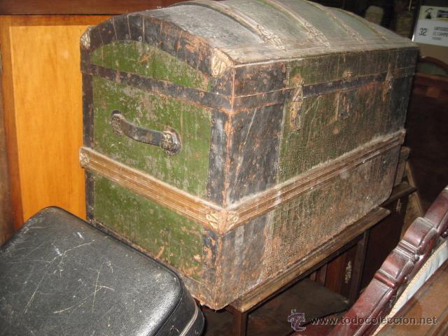 Antigüedades: Antiguo Baul de Madera color verde grande medida 55 cm. altura ancho 86 x 46 cm. - Foto 2 - 54310196