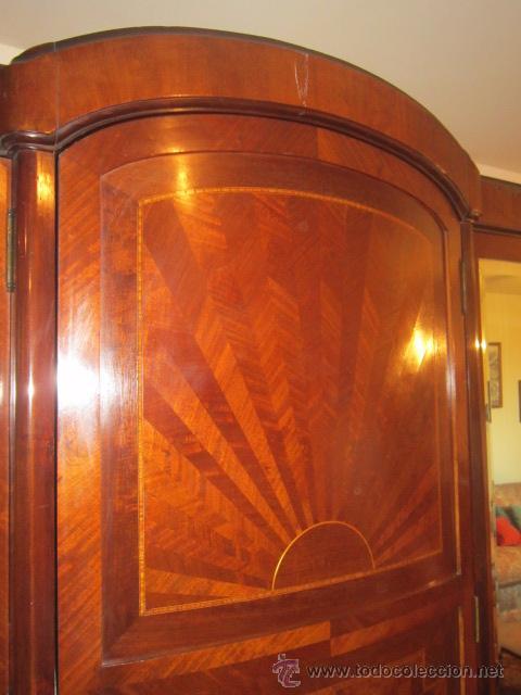 Antigüedades: Armario inglés de grandes dimensiones chapado en caoba con dibujo de marquetería. - Foto 5 - 54313821