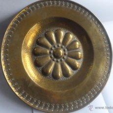 Antigüedades: PLATO LIMOSNERO PETITORIO COPIA 1942 DEL ORIGINAL DEL S,XVI MUSEO PEDRALBES ( BARCELONA FIRMADO FAR. Lote 54333177