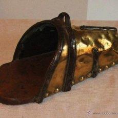Antigüedades: ESPECTACULAR ESTRIBO DE HIERRO FORJADO Y LATÓN DEL SIGLO XVIII. Lote 54404951