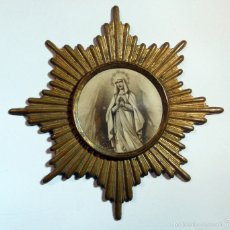 Antigüedades: ANTIGUA INSIGNIA CON VIRGEN DE BRONCE PARA FIJAS SOBRE TELA DE DIAMETRO 6,50 CM.. Lote 54435128