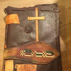 Antigüedades: ENCUADERNACION ARTESANA CON MOTIVO RELIGIOSO. Lote 54463433