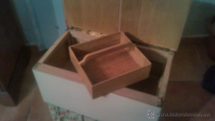 Antigüedades: Antigua mesa auxiliar costurero,con estante y cortina. Siglo xix/xx - Foto 3 - 54475961